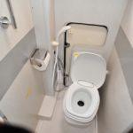 温水シャワー、水栓トイレ完備